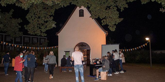 Vor dem Schönstatt-Heiligtum in Borken (Foto: NdH)