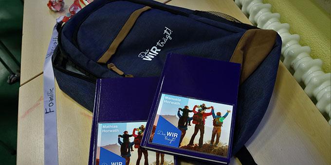 """Wanderrucksack und """"Gipfelbuch"""" begleiteten die Familien beim FamilienurlaubPLUS  (Foto: Miller)"""