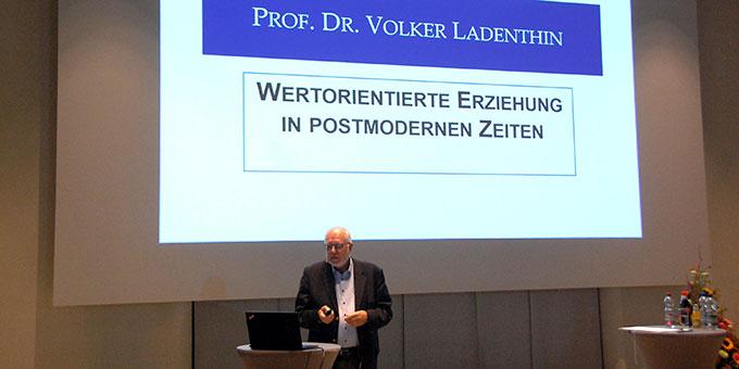 Vortrag am zweiten Kongress-Tag im Pater-Kentenich-Haus (Foto: Brehm)
