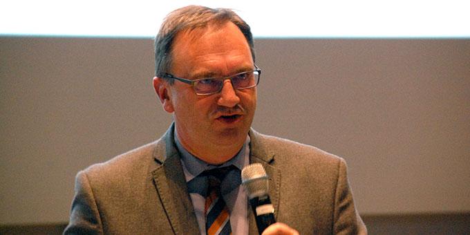 """Prof. Dr. Joachim Söder, Katholische Hochschule Nordrhein-Westfalen, Wissenschaftlicher Leiter des Kongresses """"Bildung wozu?"""" (Foto: Brehm)"""