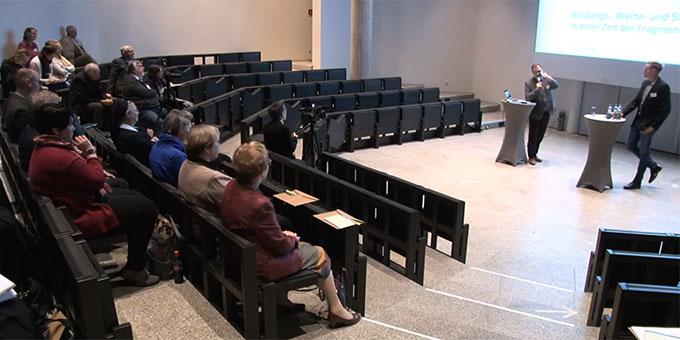 """Auftakt des Kongresses """"Bildung wozu?"""" im Pater Kentenich Haus auf Berg Schönstatt, Vallendar (Foto: Videomitschnitt)"""