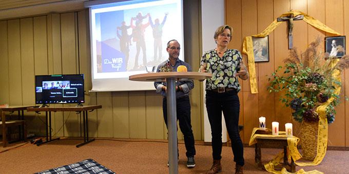 Jahrestagung hybrid: Manuela und Peter Miller aus dem Leitungsteam der Schönstatt-Familienbewegung Deutschland sprechen bei der Jahrestagung über das FamilienfestivalZUHAUSE (Foto: Kröper)