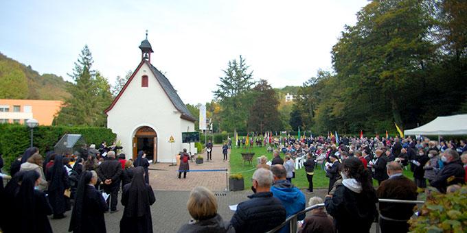 Liebesbündnisfeier am Schönstatt-Tag 2021 beim Urheiligtum in Schönstatt, Vallendar (Foto: Brehm)
