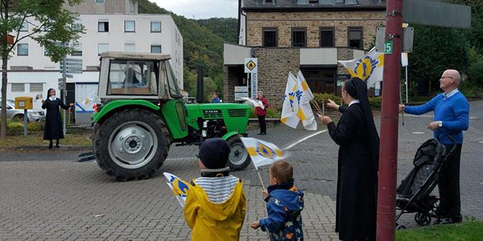 Begrüßung bei der Ankunft in Schönstatt, Vallendar (Foto: Trieb)