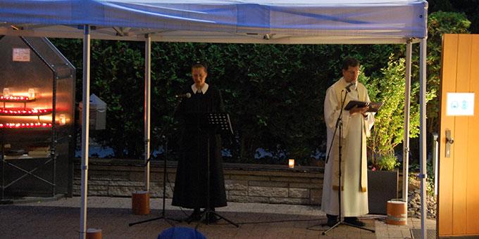 Schwester M. Tabea Platzer sorgte für die musikalische Animation und Pater Lothar Herter sorgte für Moderation und Gebet (Foto: Brehm)